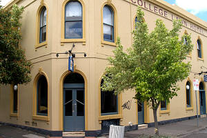 The College Lawn Hotel - Pubs and Clubs