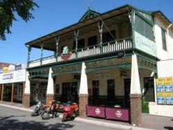 Shamrock Hotel Alexandra - Pubs and Clubs