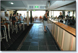 Bateau Bay Hotel - Pubs and Clubs