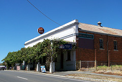 Red Hill Hotel - Pubs and Clubs