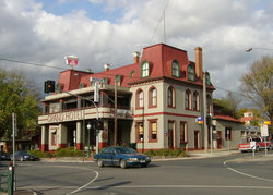 The Grand Hotel Healesville - Pubs and Clubs