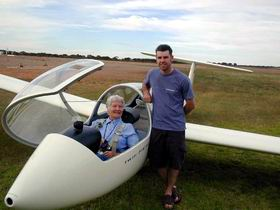 Waikerie Gliding Club - Pubs and Clubs