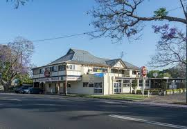 Jacaranda Hotel - Pubs and Clubs