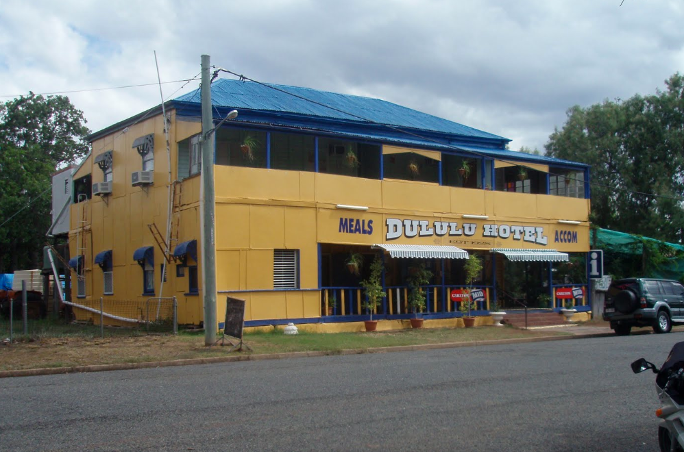 Dululu Hotel - Pubs and Clubs