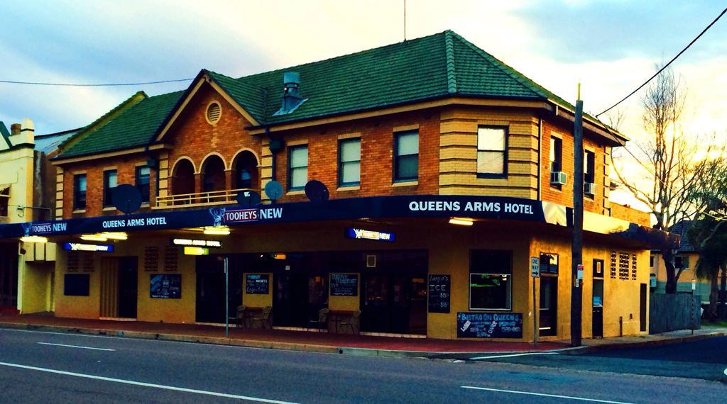 Queens Arms Hotel - Pubs and Clubs