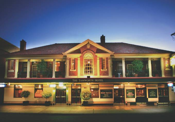 Tom Price Hotel - Pubs and Clubs