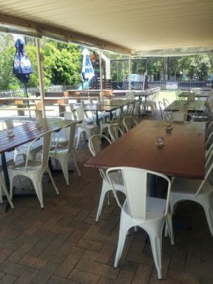 Bonny Hills Beach Hotel - Pubs and Clubs