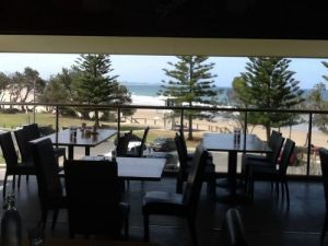 Fat Fish Beachfront Bistro - Pubs and Clubs
