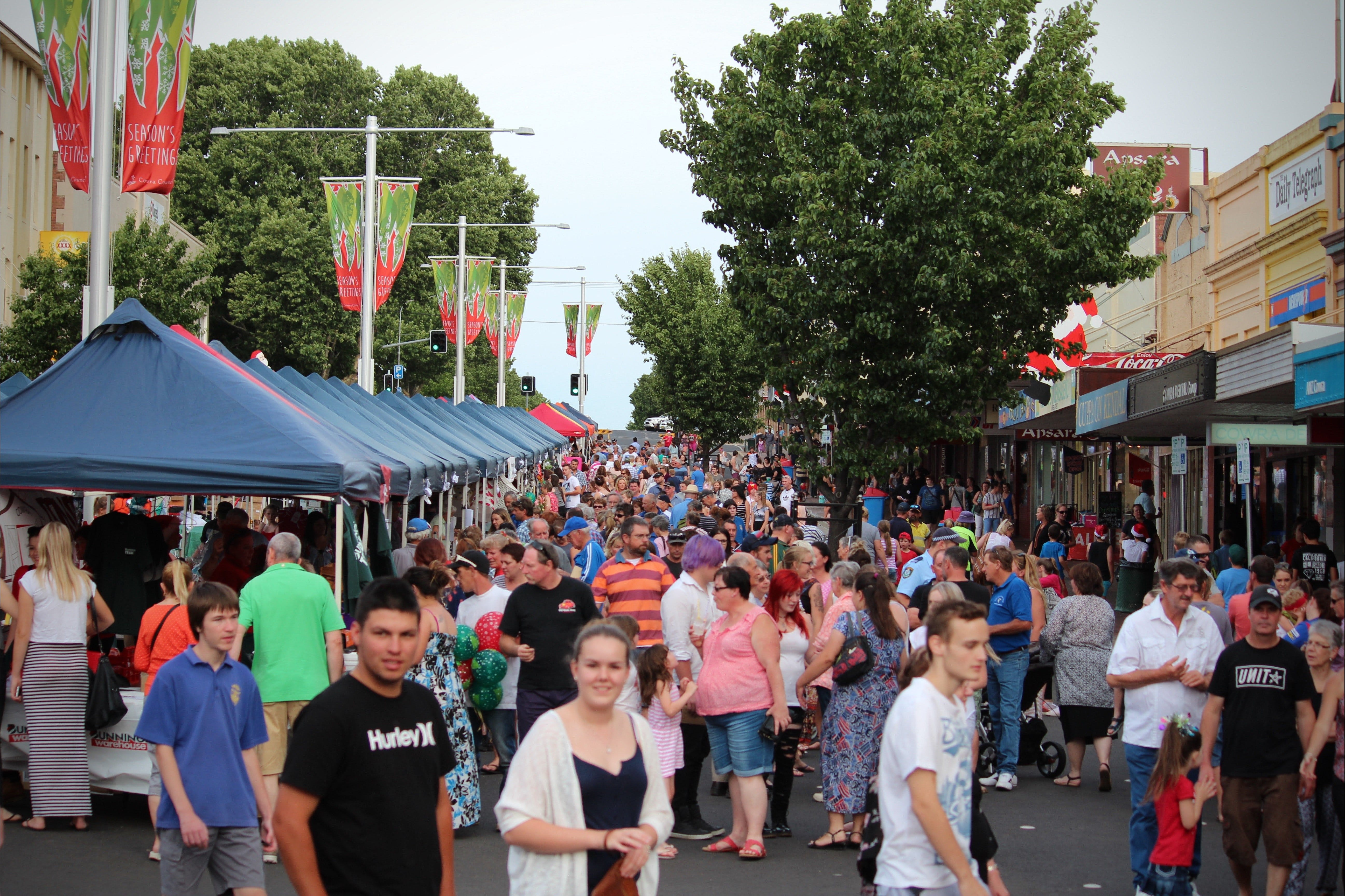 Cowra Christmas Street Festival - Pubs and Clubs