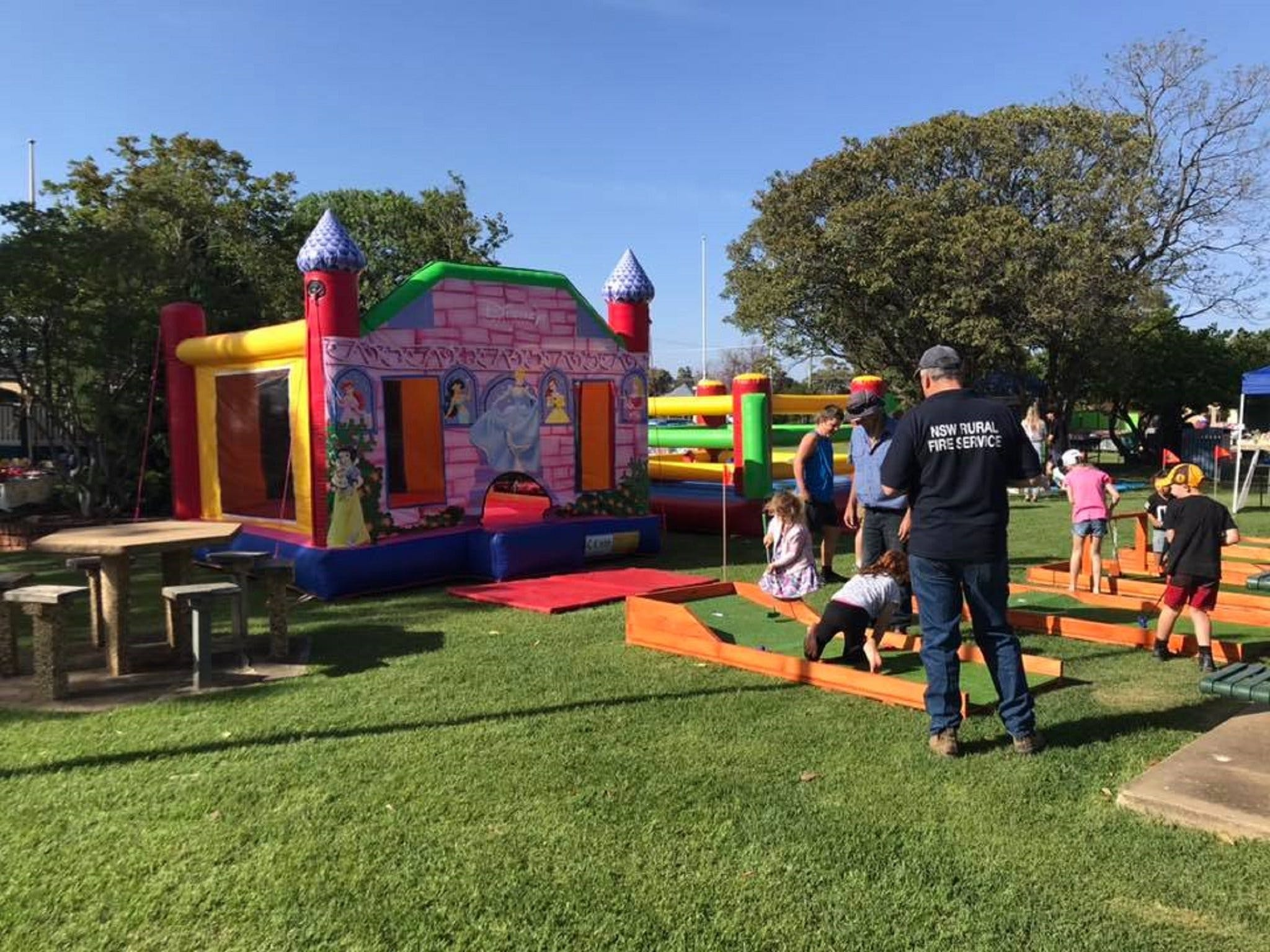 Mathoura Country Kids Festival - Pubs and Clubs