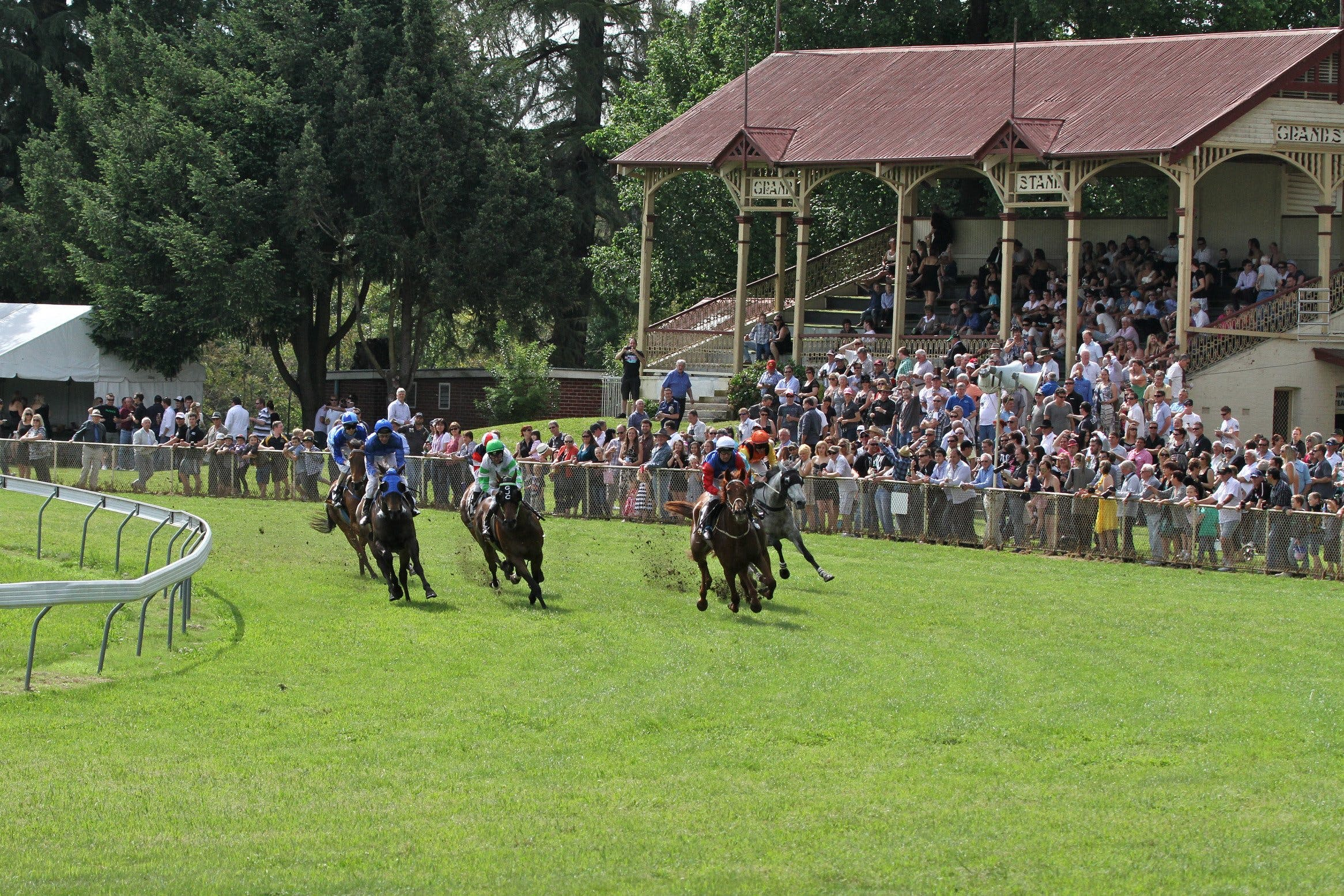 Tumut Derby Day - Pubs and Clubs