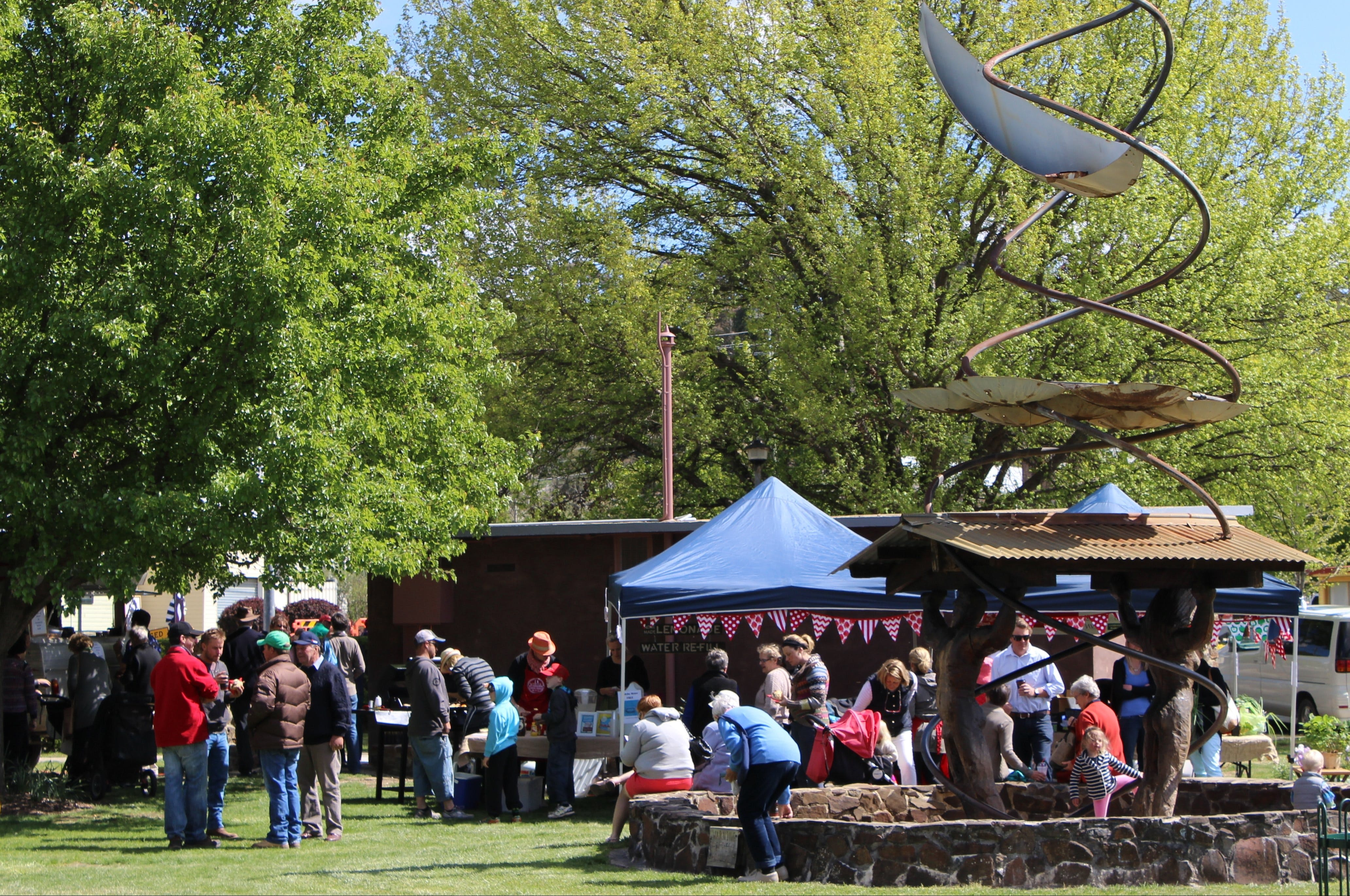 Walcha Farmers' Market - Pubs and Clubs