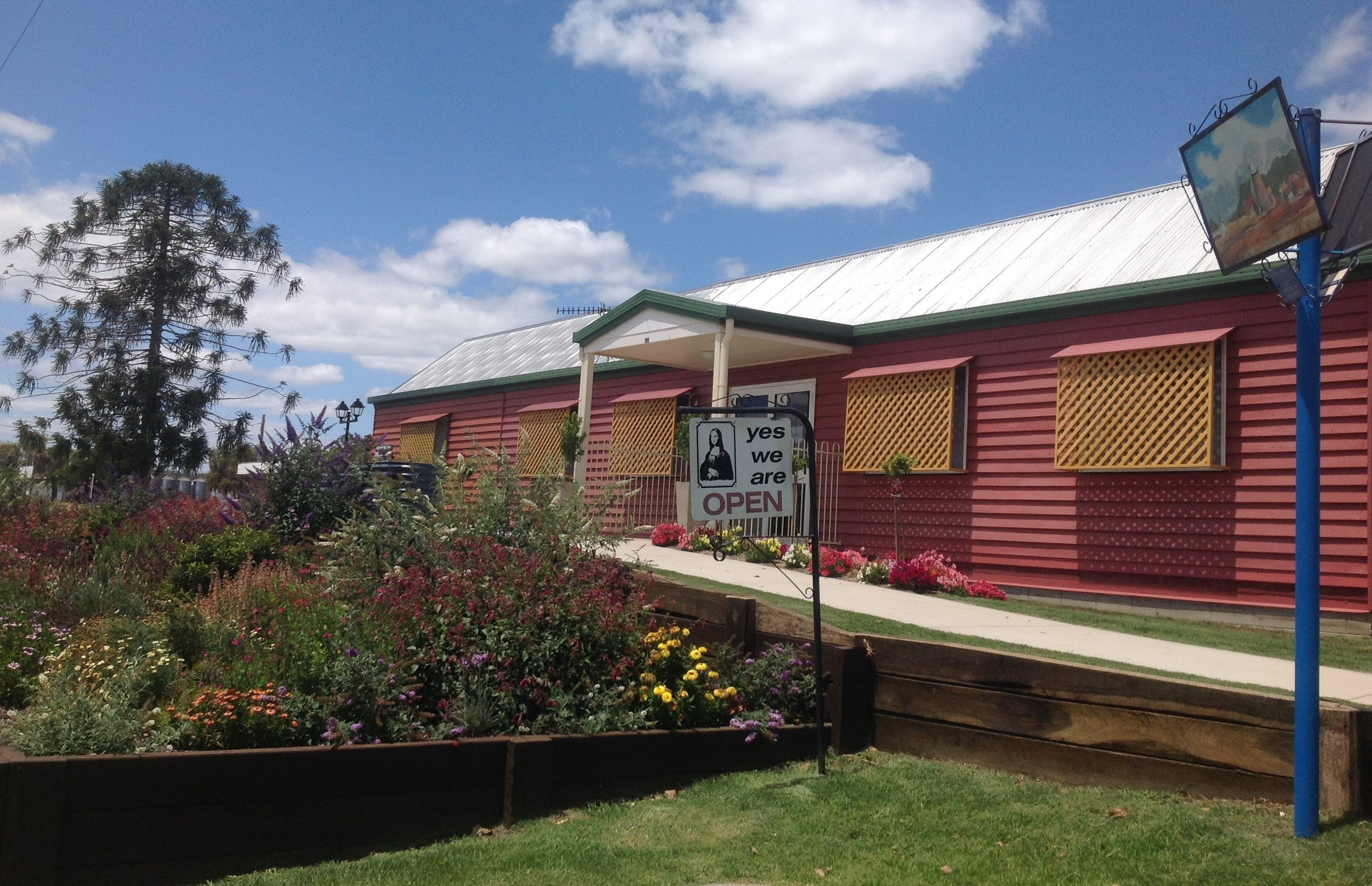 Wondai Country Markets - Pubs and Clubs