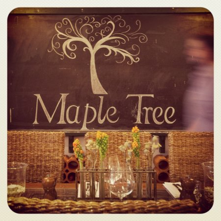 Maple Tree Lorne Seafood Restaurant - Pubs and Clubs