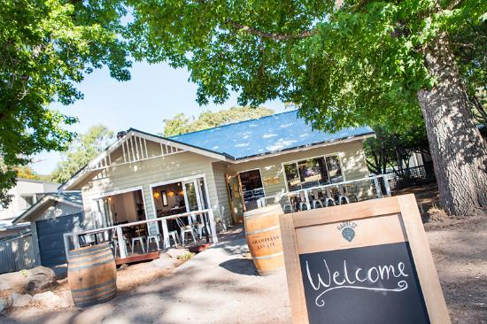 Harvest Halls Gap - Pubs and Clubs