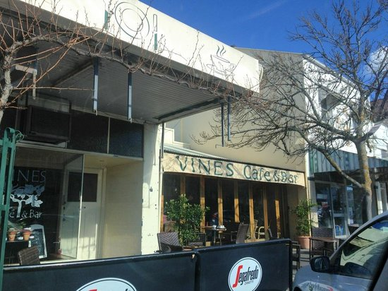Vines Cafe  Bar - Pubs and Clubs