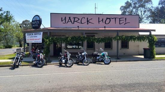 Yarck Hotel - Pubs and Clubs