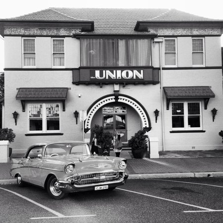 The Union Bar Inverell - Pubs and Clubs