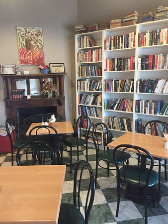 Chrissie's Book Lounge  Cafe