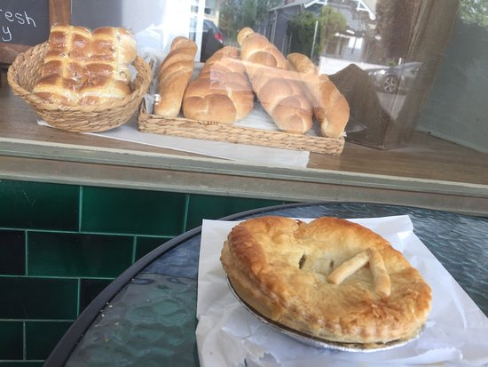 Denman Pie Shop Bakery - Pubs and Clubs