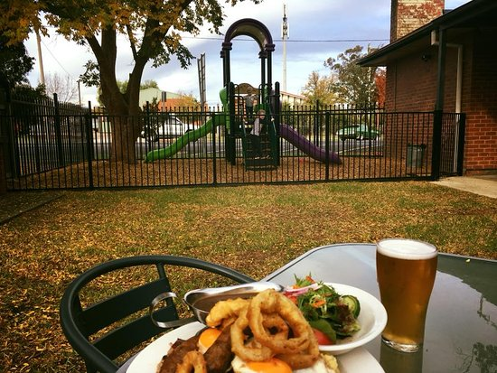 The Riverina Hotel Restaurant - Pubs and Clubs