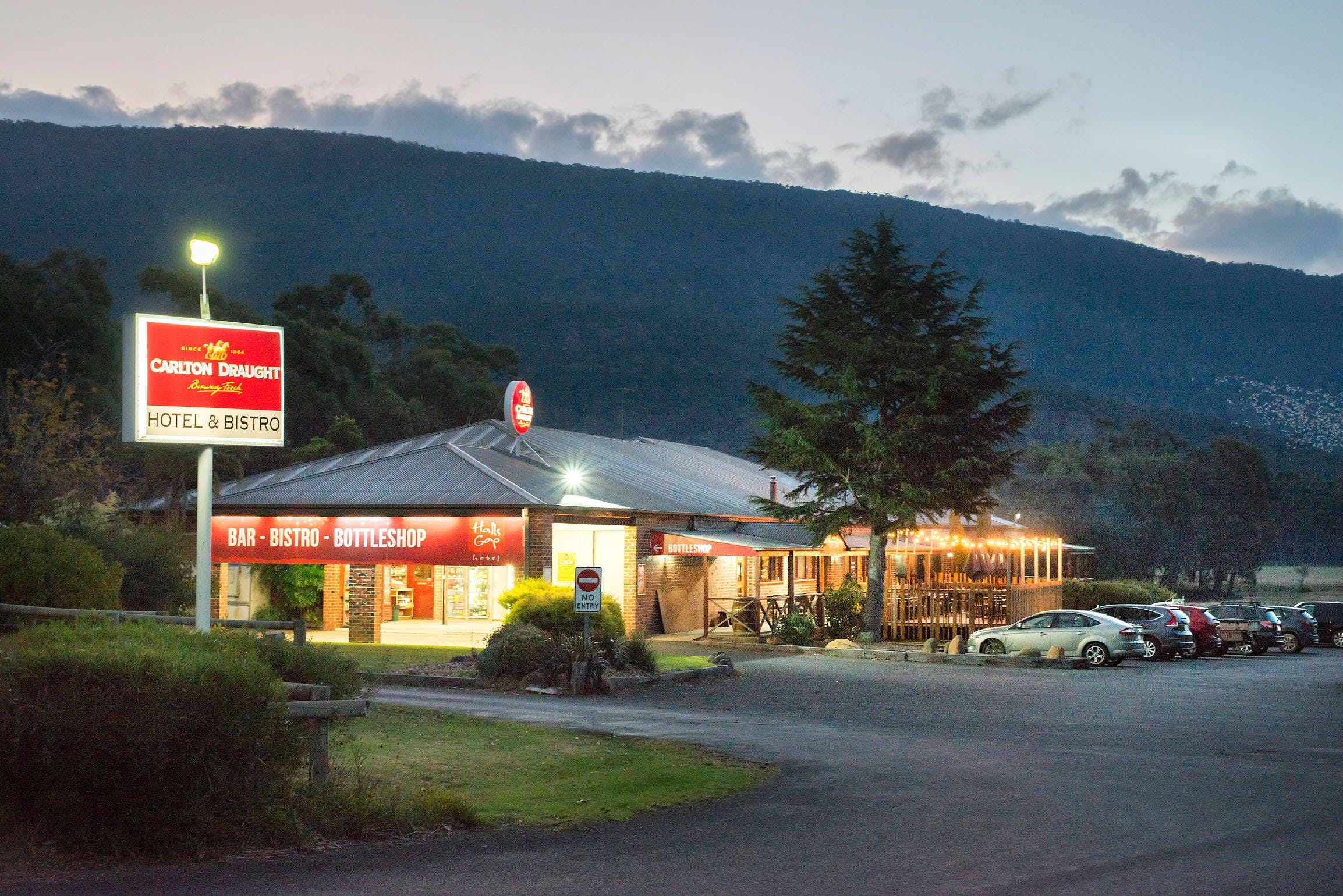 Halls Gap Hotel - Pubs and Clubs