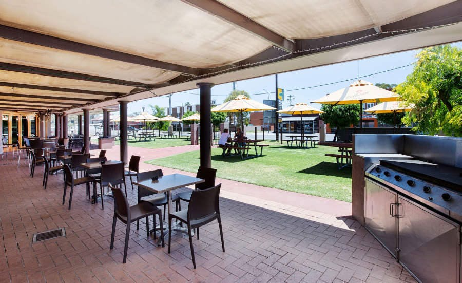 Boomerang Hotel - Lavington - Pubs and Clubs