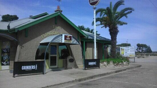 Flinders Rest Hotel - Pubs and Clubs