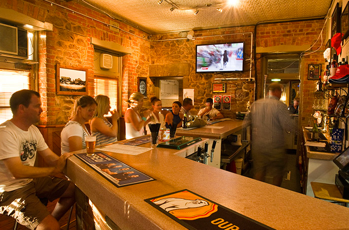 Belmore Hotel Scone - Pubs and Clubs