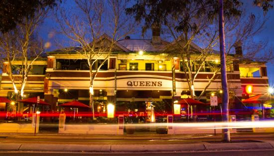 The Queens Tavern - Pubs and Clubs