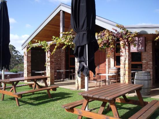 Singlefile Winery Restaurant - Pubs and Clubs