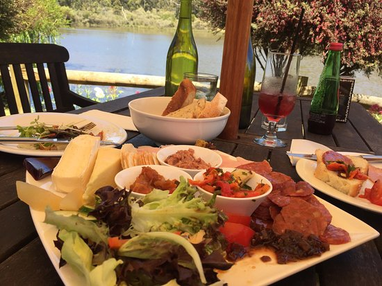 The Lake House Restaurant - Pubs and Clubs