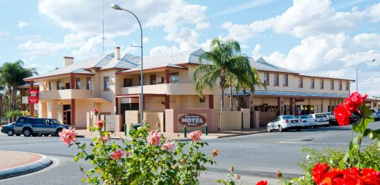 Barmera Hotel - Pubs and Clubs