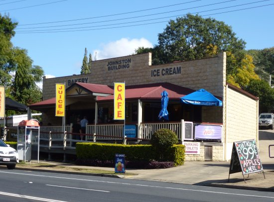 Aratula Cafe and Ice Creamery - Pubs and Clubs